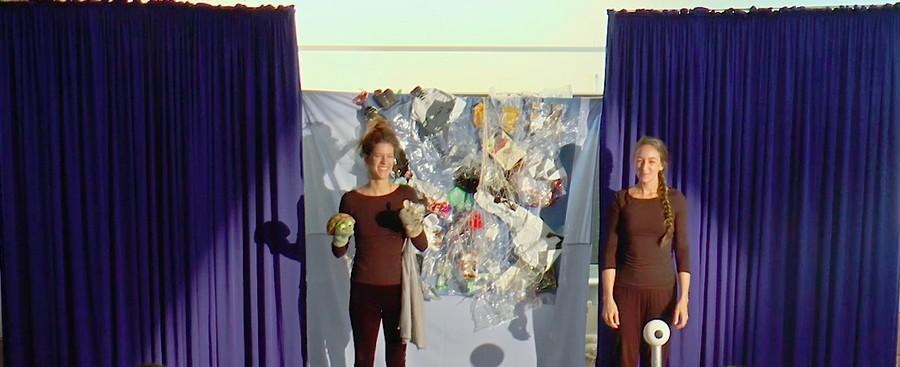 Steffi und Lou von der Pädagogischen Hochschule Zürich machen Theater mit PIWI